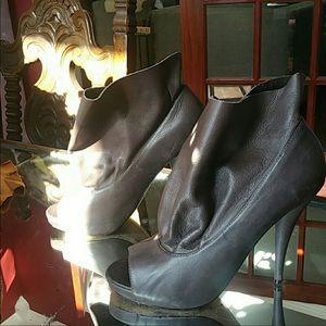 Dolce Vita Grey Peep Toe bootie Heels 👠